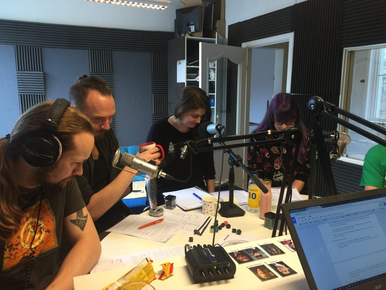 En bild från studion där Vi Spelar Rollspel skapar sina magiska podcasts.
