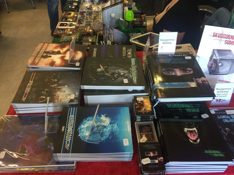 Många nya rollspelsböcker släpps på GothCon. Under ytan: Volym I var mitt bidrag.